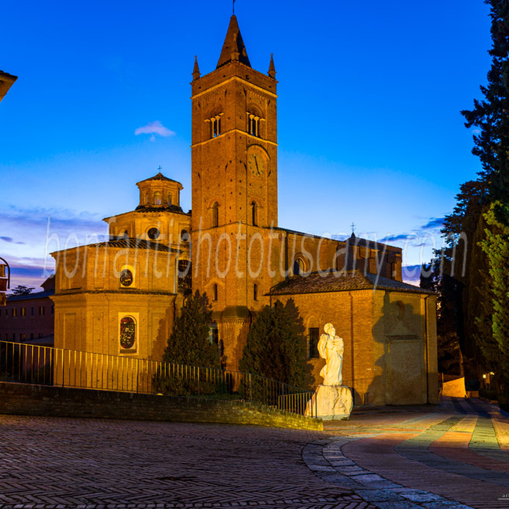 monte oliveto maggiore abbey - large square in front of the abbey #3.jpg