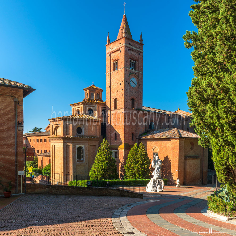 monte oliveto maggiore abbey - large square in front of the abbey #2.jpg